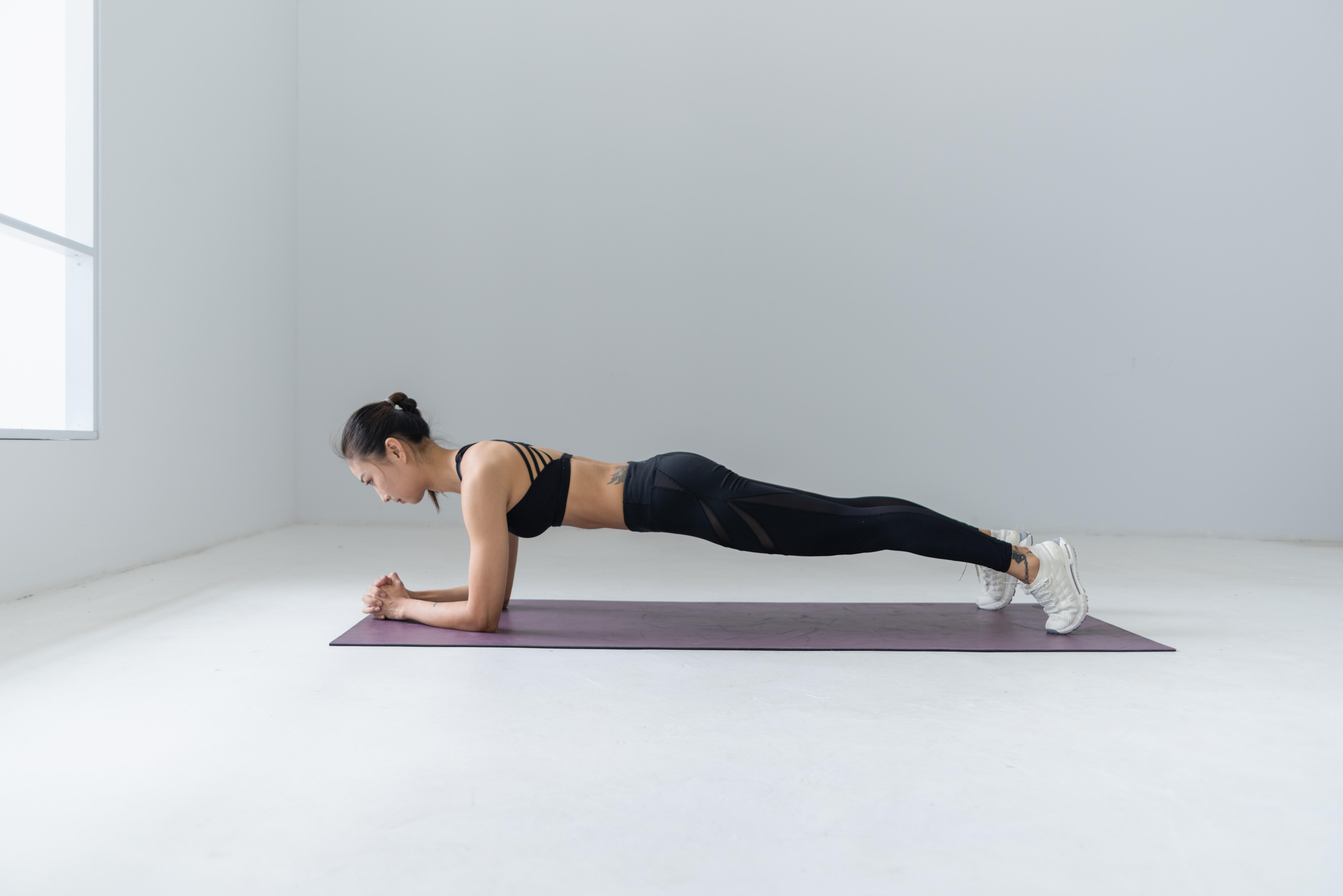 stock image of plank 2-gophysio